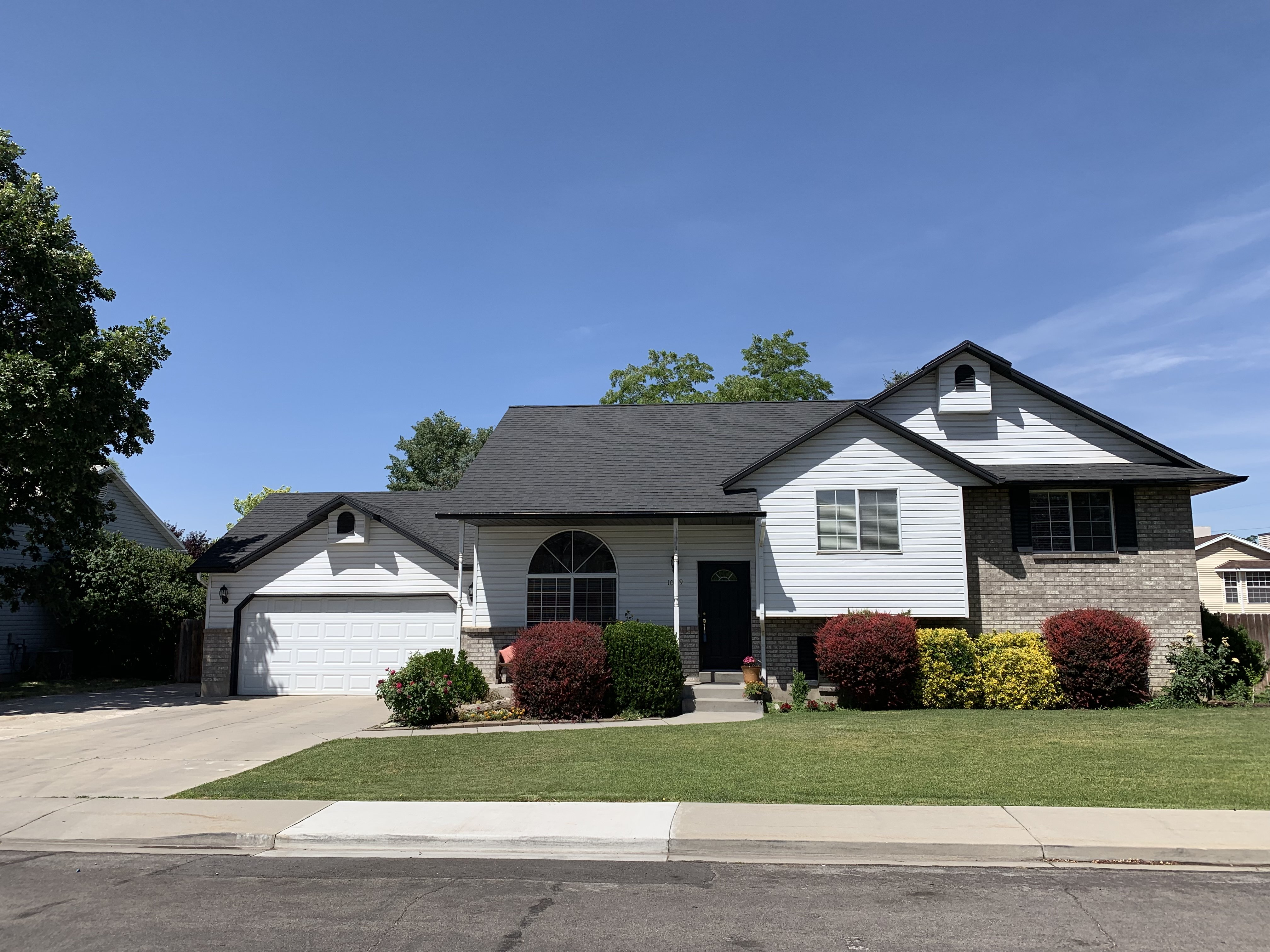 Beautiful, well maintained, move-in ready home in great Orem neighborhood