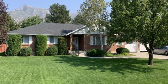 6 bed 4 bath brick rambler on .70 acre lot in very peaceful Alpine Country Club area in Highland.